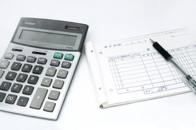 請求書には消費税を書くべき?記載方法や注意点について